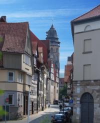 Blick in die Lohstraße in Richtung des Rathauses und  der St. Blasius-Kirche